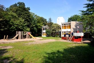 Spielschiff und Klettergerät der Grundschule